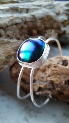 Adjustable sterling bangle with dichroic stone