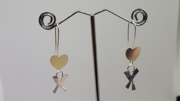 9ct 12mm wide hearts with a silver kiss charm