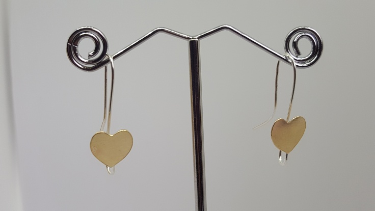 9ct gld heart earrings, simple and stunning